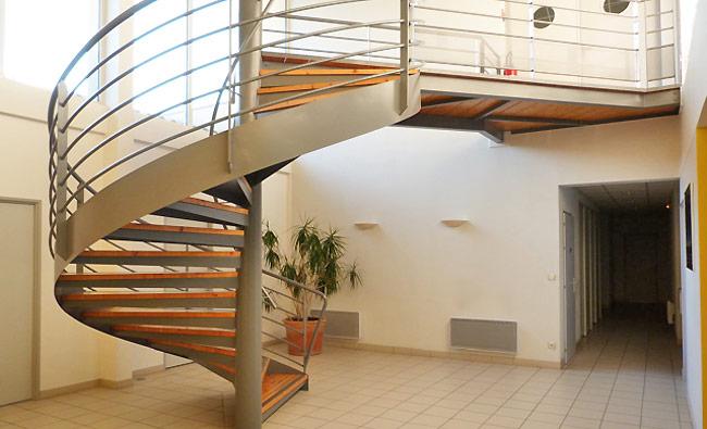 """<h3> Villeneuve-sur-Lot</h3>    <a href=""""http://www.groupe-ece.com/villeneuve-sur-lot/"""">escalier-Villeneuve</a>"""